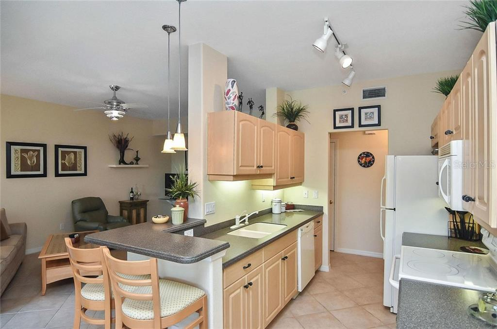 Breakfast bar/kitchen - Condo for sale at 940 Cooper St #202, Venice, FL 34285 - MLS Number is N6101184