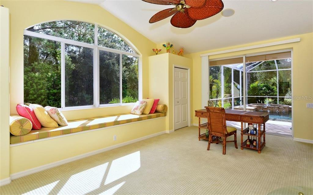 Bonus room with sliders to pool - Single Family Home for sale at 913 Chickadee Dr, Venice, FL 34285 - MLS Number is N6101770