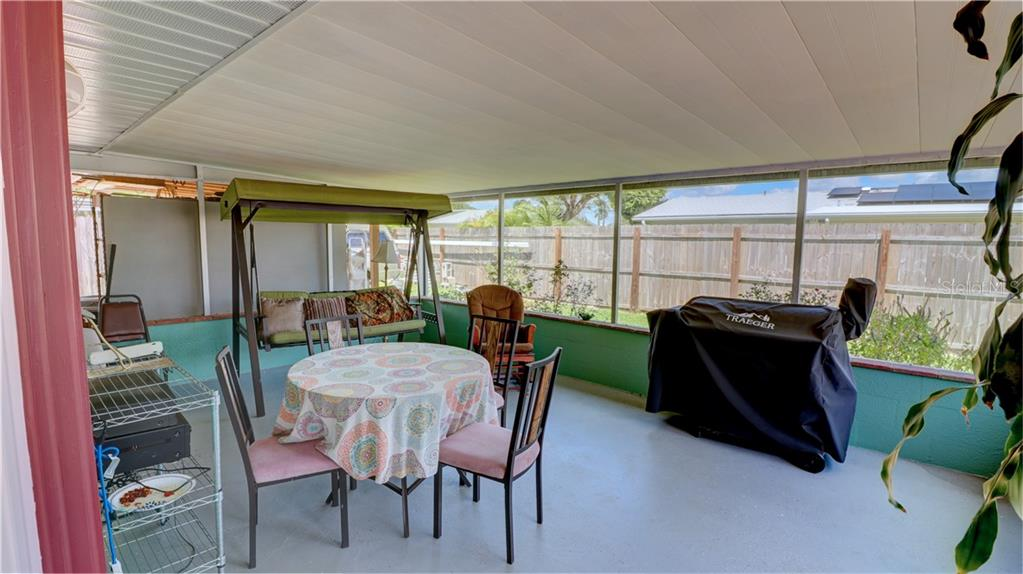 Large Screened Lanai for enjoying the Venice FL Weather. - Single Family Home for sale at 401 Shamrock Blvd, Venice, FL 34293 - MLS Number is N6102109