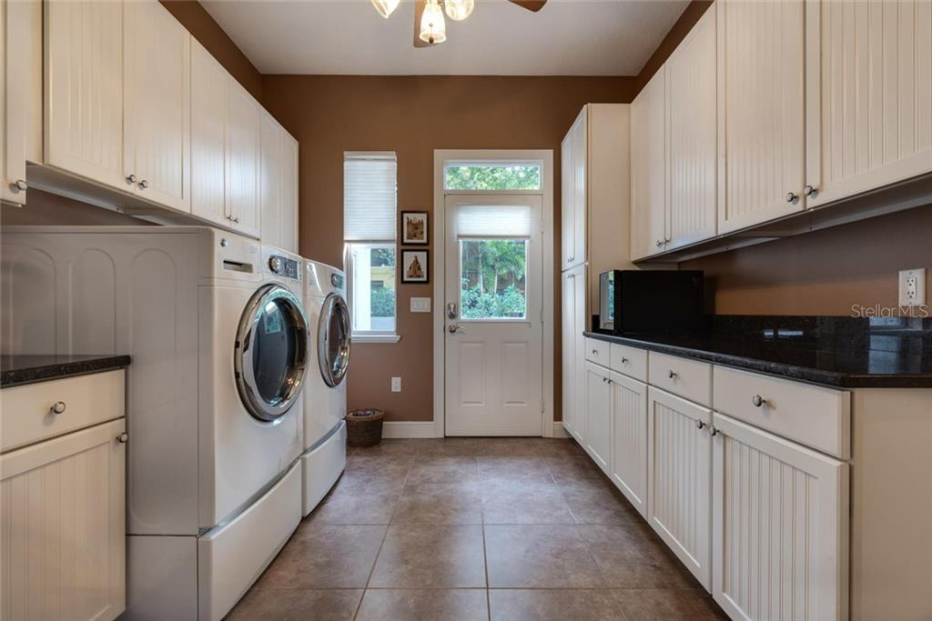 Over-sized laundry room - Single Family Home for sale at 633 Apalachicola Rd, Venice, FL 34285 - MLS Number is N6102111
