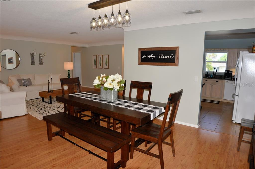 Living room to family room - Single Family Home for sale at 400 Park Lane Dr, Venice, FL 34285 - MLS Number is N6103786