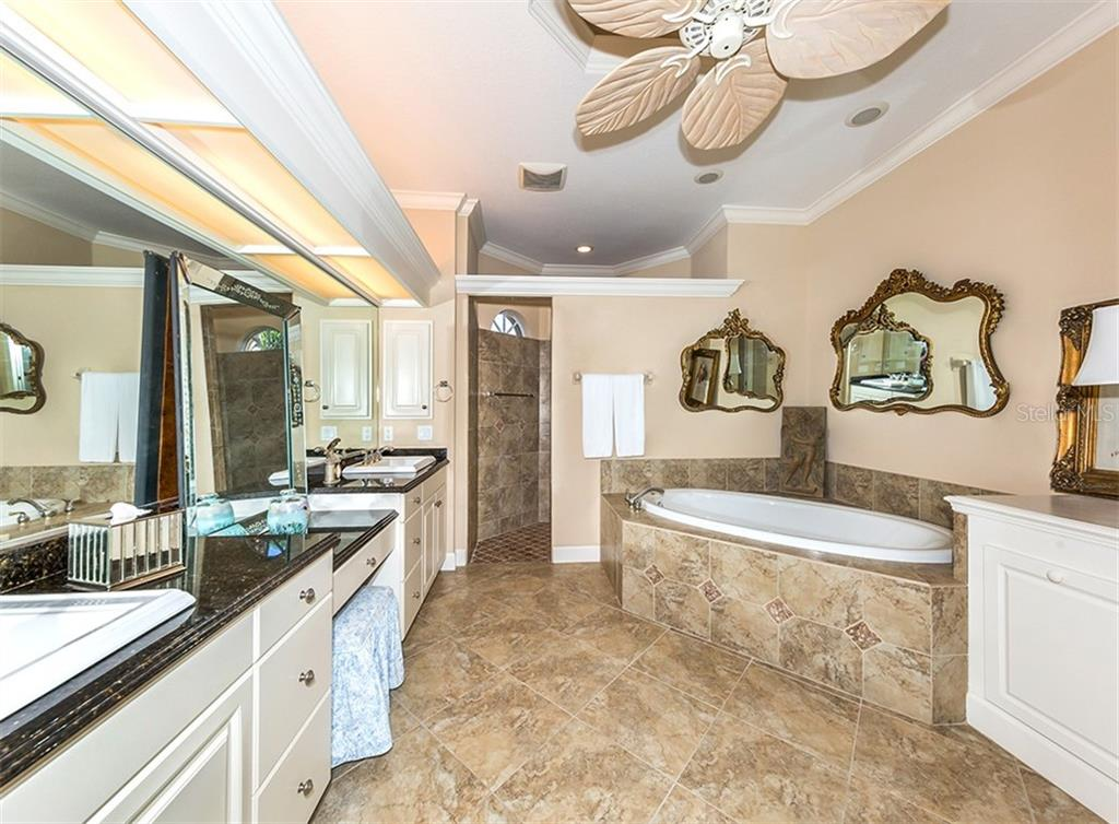 Master bath - Single Family Home for sale at 19799 Cobblestone Cir, Venice, FL 34292 - MLS Number is N6104694