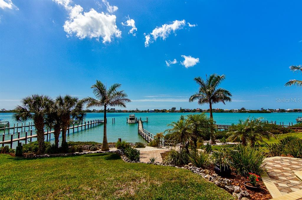Single Family Home for sale at 415 Waterside Ln, Nokomis, FL 34275 - MLS Number is N6104841