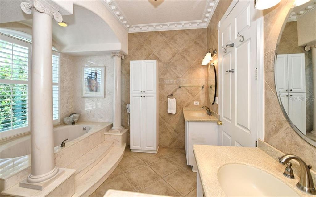 Master bathroom - Single Family Home for sale at 412 Hunter Dr, Venice, FL 34285 - MLS Number is N6105563