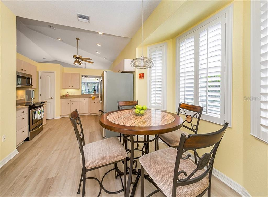 Kitchen - Single Family Home for sale at 836 Connemara Cir, Venice, FL 34292 - MLS Number is N6105684