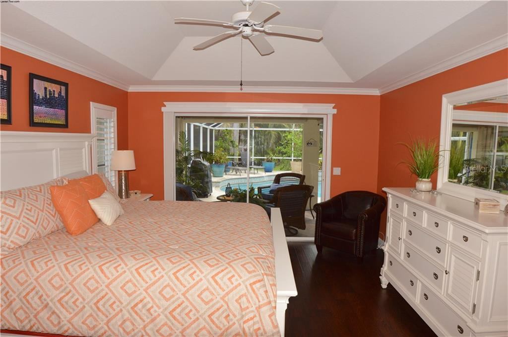 Master bedroom with slider to lanai - Single Family Home for sale at 537 Lake Of The Woods Dr, Venice, FL 34293 - MLS Number is N6106043
