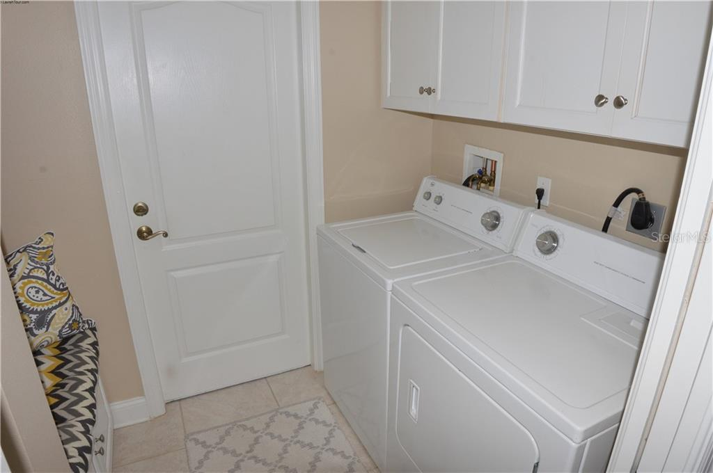 Laundry room - Single Family Home for sale at 537 Lake Of The Woods Dr, Venice, FL 34293 - MLS Number is N6106043