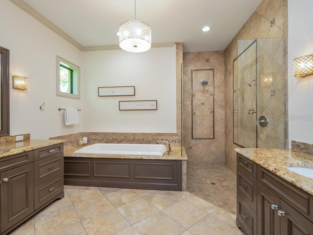 Master Bath - Single Family Home for sale at 1050 Gulf Winds Way, Nokomis, FL 34275 - MLS Number is N6106314