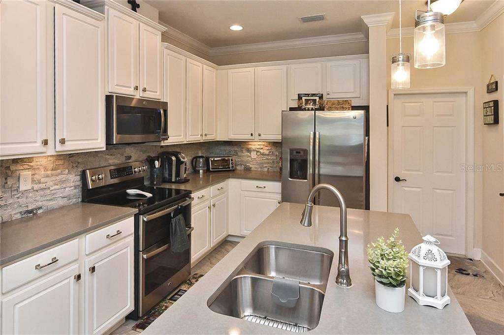 Kitchen - Townhouse for sale at 10713 Avery Park Dr, Riverview, FL 33578 - MLS Number is N6107928