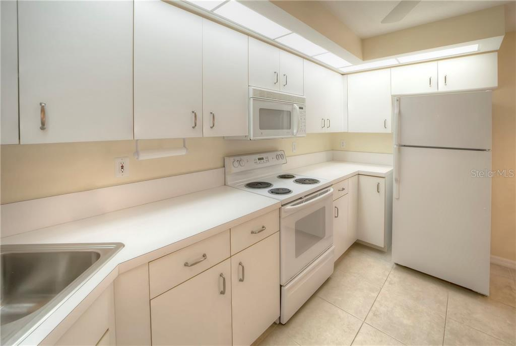Kitchen with Neutral Color Scheme - Condo for sale at 815 Montrose Dr #101, Venice, FL 34293 - MLS Number is N6107969