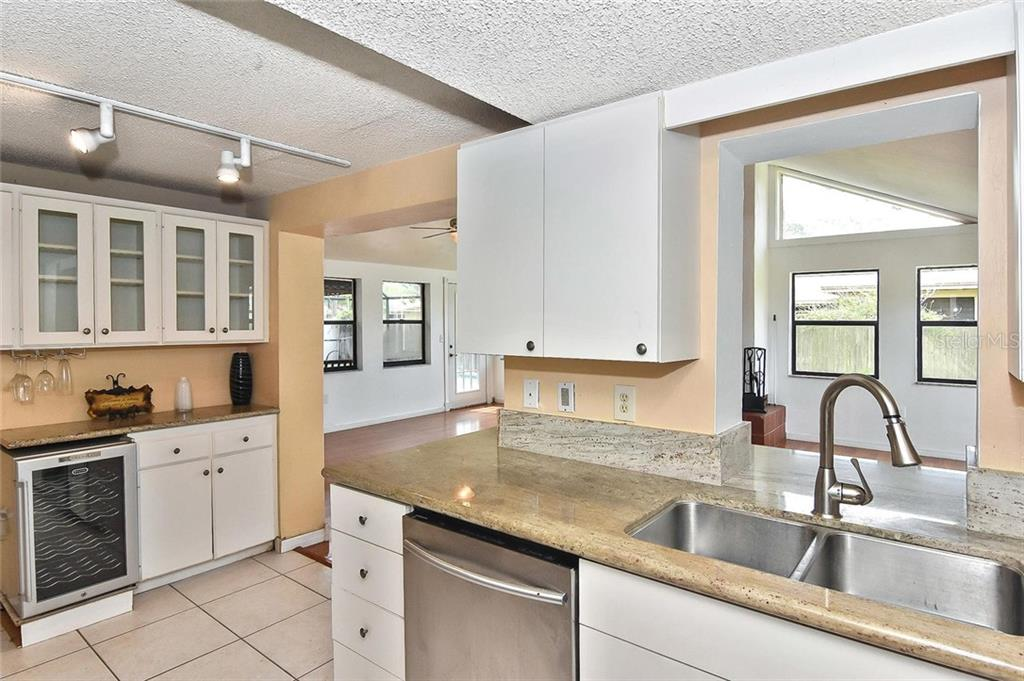 Kitchen - Single Family Home for sale at 615 Lehigh Rd, Venice, FL 34293 - MLS Number is N6108175