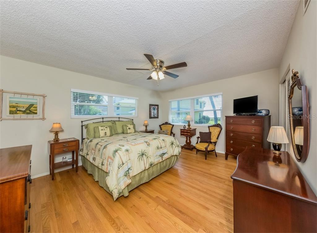 Master bedroom - Single Family Home for sale at 717 Valencia Rd, Venice, FL 34285 - MLS Number is N6109082