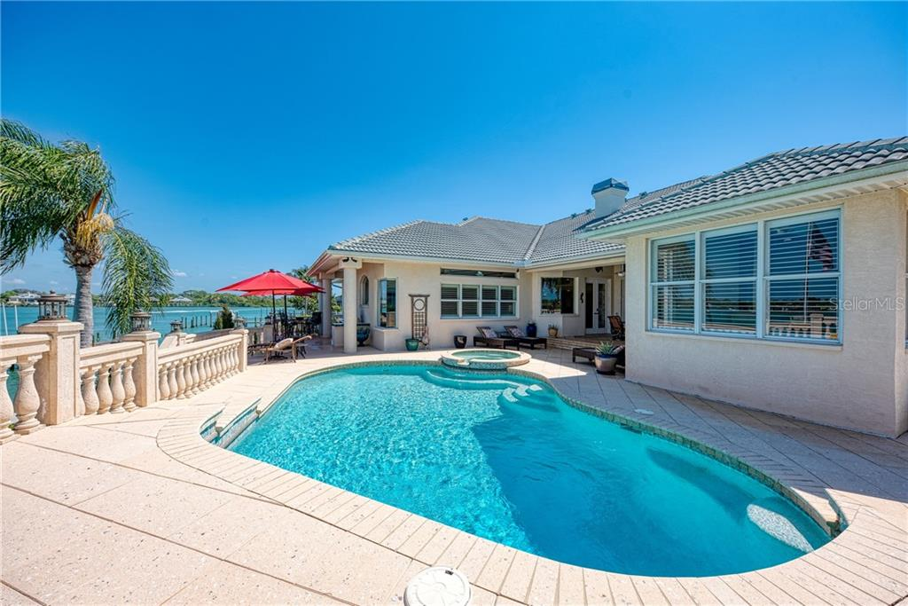 Single Family Home for sale at 444 Bayshore Dr, Venice, FL 34285 - MLS Number is N6109597