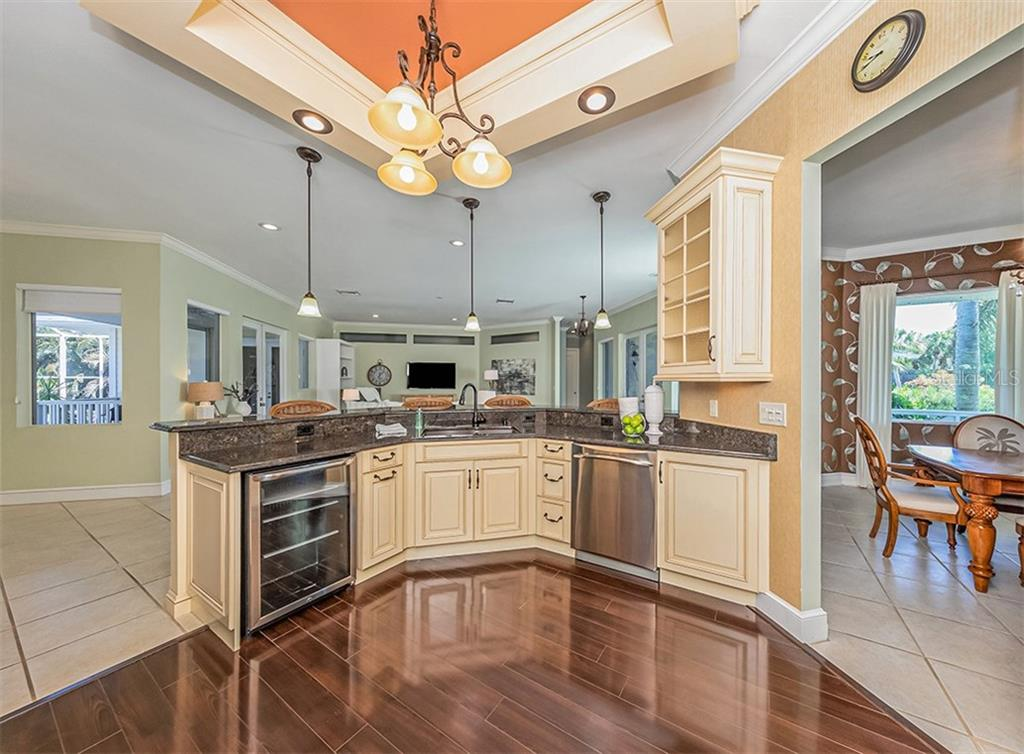 Elegant drop cieling designed in the same cabinet finishes. - Single Family Home for sale at 727 Eagle Point Dr, Venice, FL 34285 - MLS Number is N6110087