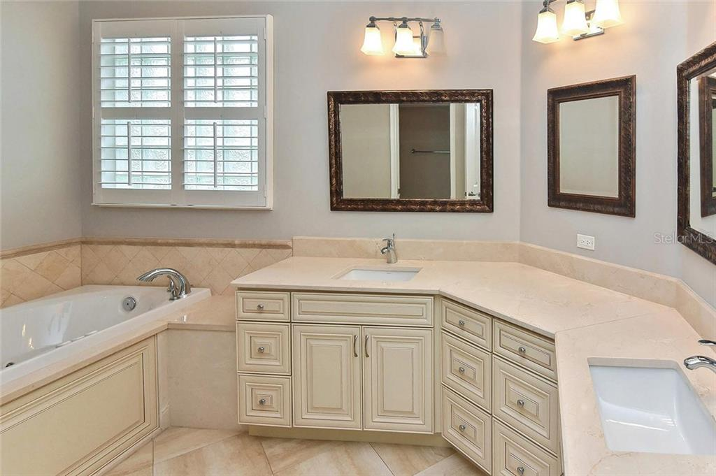 Master bathroom - Single Family Home for sale at 193 Medici Ter, North Venice, FL 34275 - MLS Number is N6110365