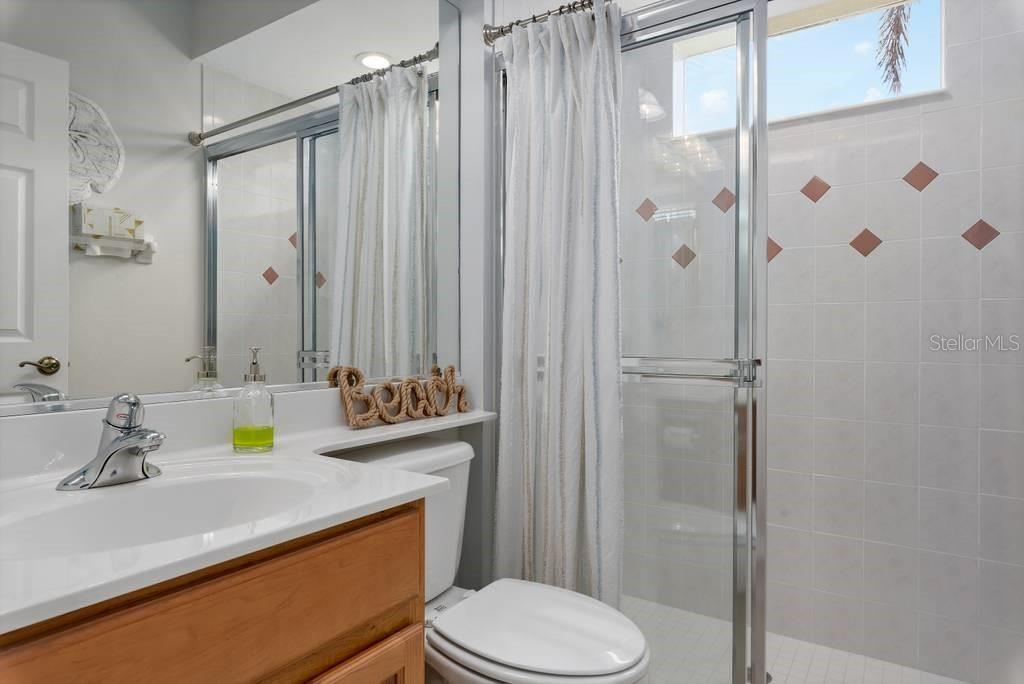 3rd bathroom/pool bath with shower - Single Family Home for sale at 601 Cockatoo Cir, Venice, FL 34285 - MLS Number is N6111658