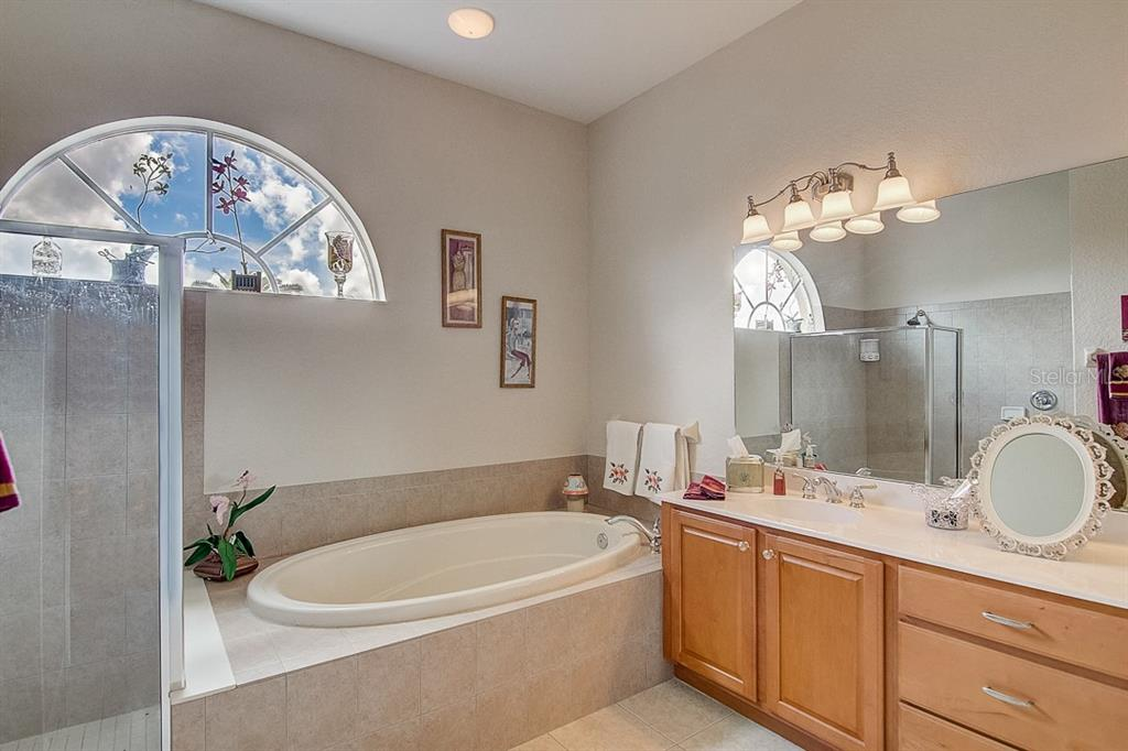 Master bath - Single Family Home for sale at 1031 Scherer Way, Osprey, FL 34229 - MLS Number is N6111839