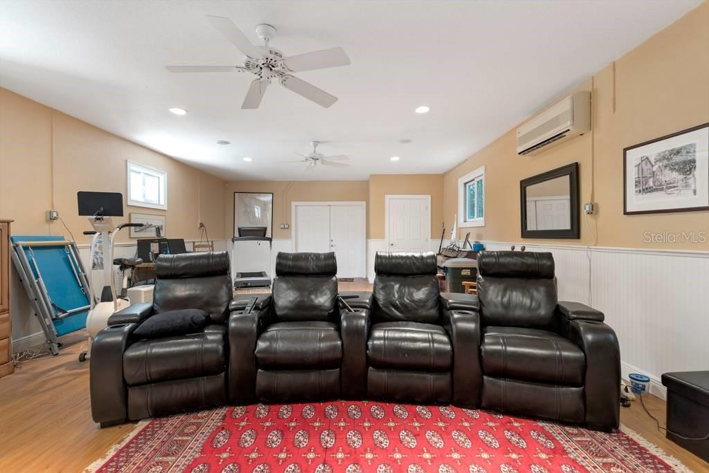 Single Family Home for sale at 725 Eagle Point Dr, Venice, FL 34285 - MLS Number is N6111842