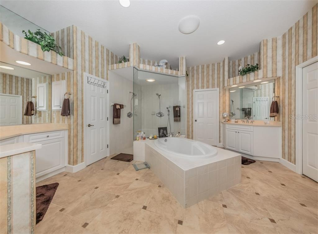 Master bathroom - Single Family Home for sale at 453 Anchorage Dr, Nokomis, FL 34275 - MLS Number is N6112707