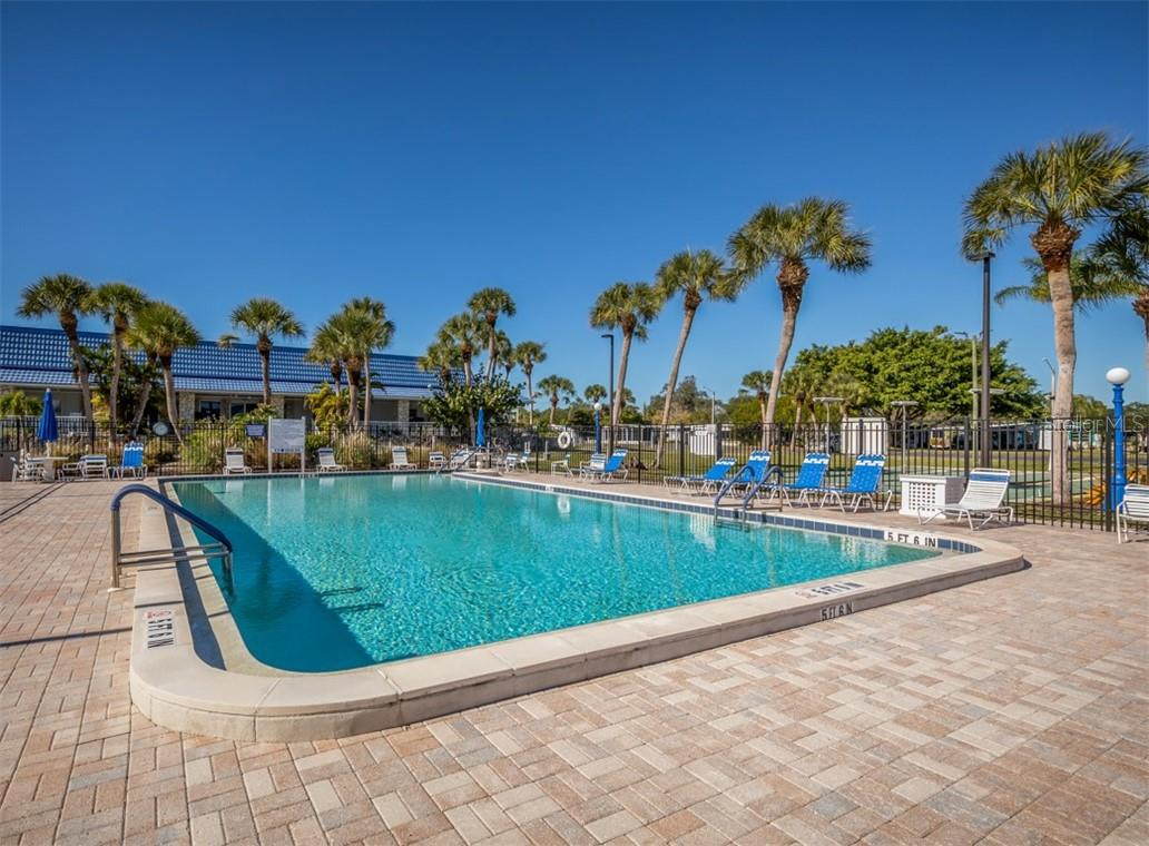 Community pool - Single Family Home for sale at 512 Cervina Dr S, Venice, FL 34285 - MLS Number is N6113162
