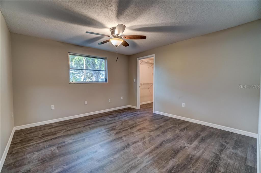 Middle bedroom - Single Family Home for sale at 607 Garden Rd, Venice, FL 34293 - MLS Number is N6113347