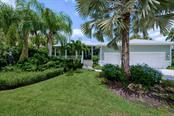 Front - Single Family Home for sale at 725 Eagle Point Dr, Venice, FL 34285 - MLS Number is N6111842