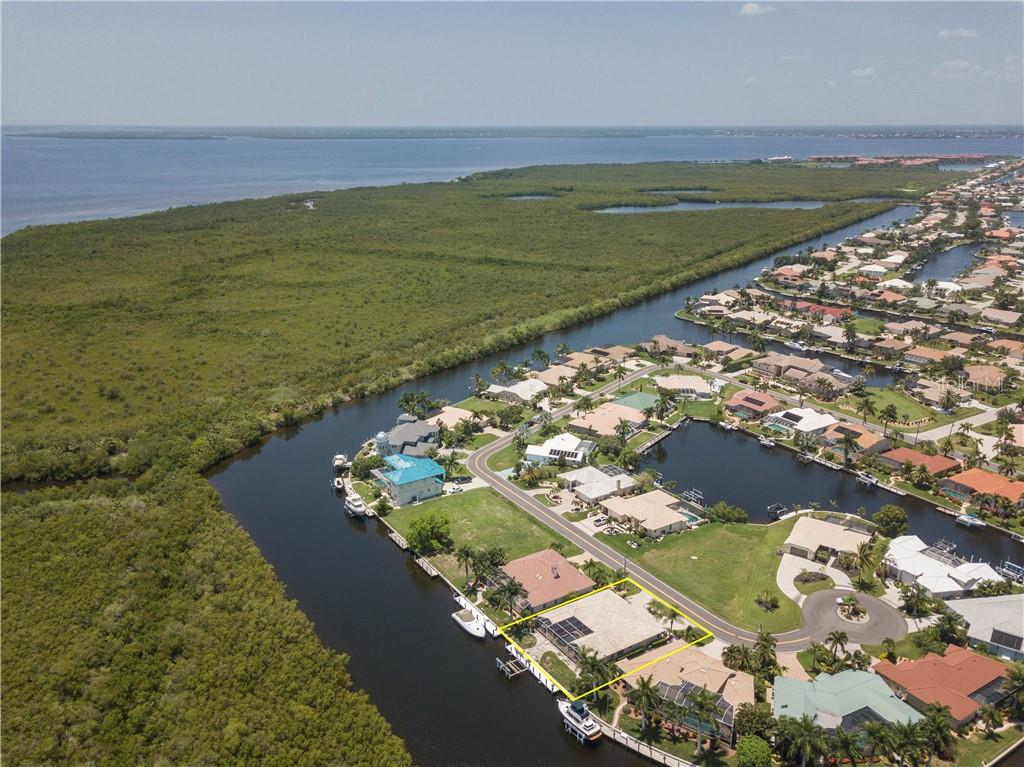 Single Family Home for sale at 2912 Ryan Blvd, Punta Gorda, FL 33950 - MLS Number is C7417260