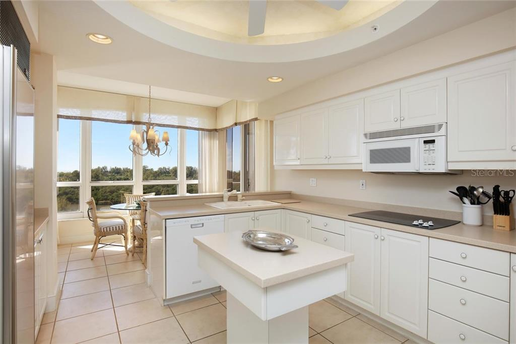 Additional photo for property listing at 3010 Grand Bay Blvd #456 3010 Grand Bay Blvd #456 Longboat Key, Florida,34228 United States