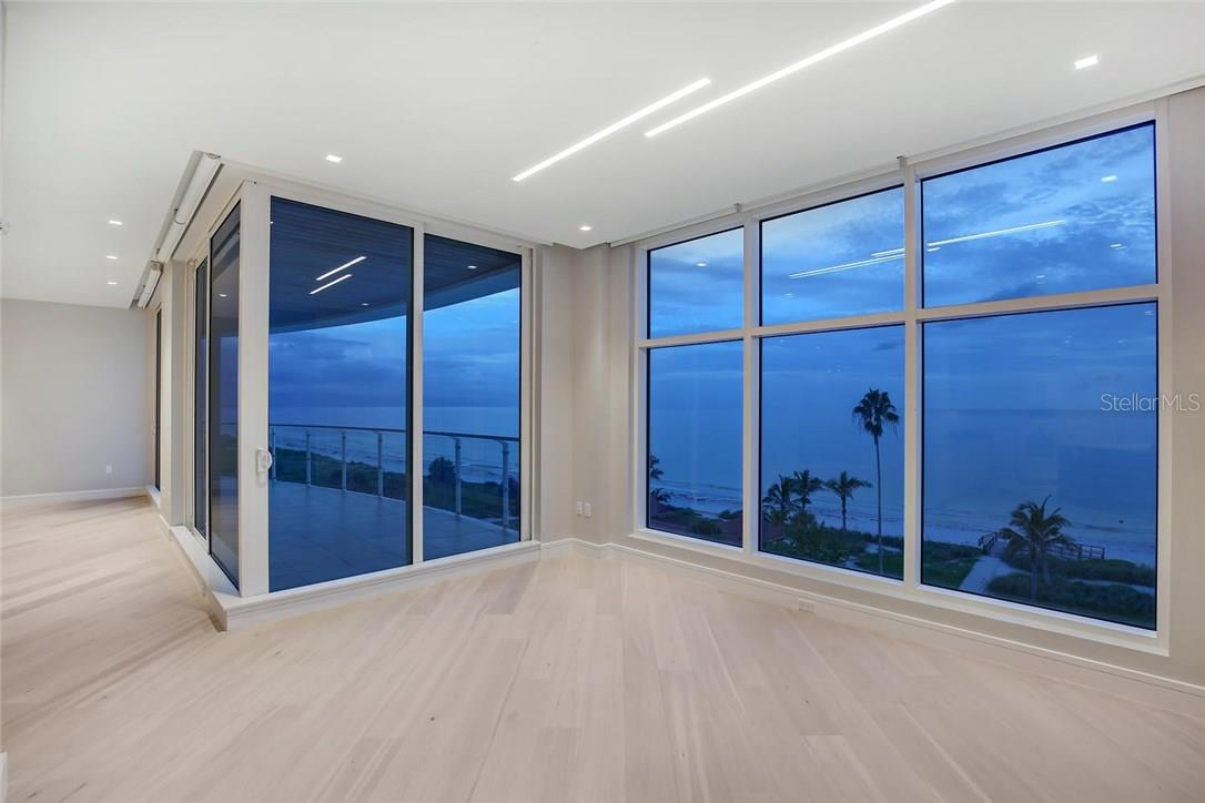 Additional photo for property listing at 2251 Gulf Of Mexico #504 2251 Gulf Of Mexico #504 Longboat Key, Florida,34228 Usa