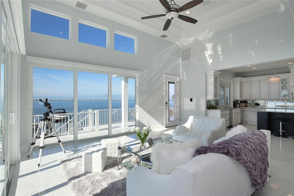 Additional photo for property listing at 1001 Tocobaga Ln 1001 Tocobaga Ln Sarasota, Florida,34236 États-Unis