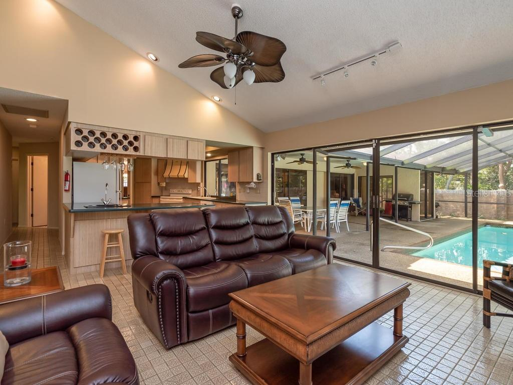 Family room - Single Family Home for sale at 1173 Morningside Pl, Sarasota, FL 34236 - MLS Number is A4401654