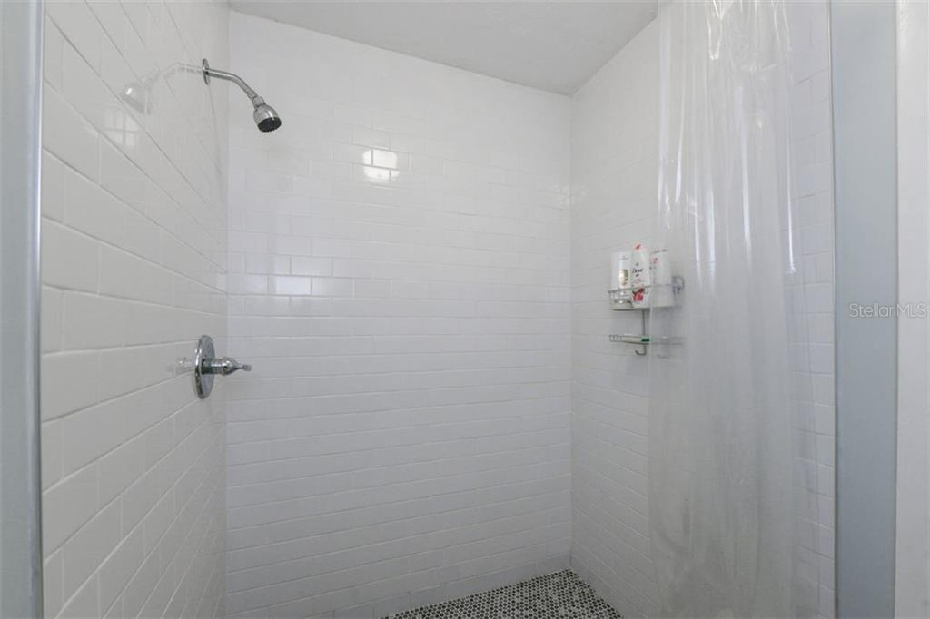 Crisp clean looking walk in shower in the master suite. - Single Family Home for sale at 7727 Westmoreland Dr, Sarasota, FL 34243 - MLS Number is A4430900