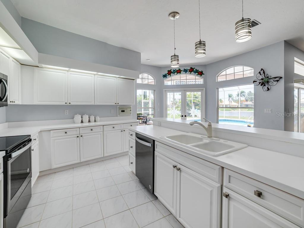 Kitchen, with all new stainless steel appliances and pendant lighting - Single Family Home for sale at 4117 Via Mirada, Sarasota, FL 34238 - MLS Number is A4438764