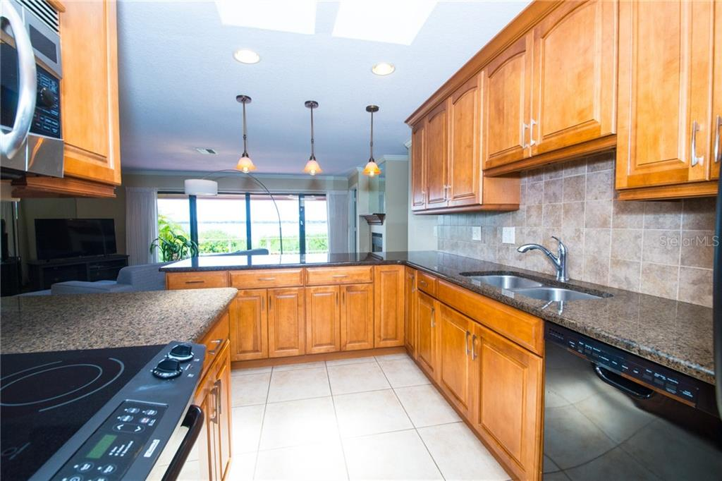 Beautifully updated kitchen. - Condo for sale at 4001 Catalina Dr, Bradenton, FL 34210 - MLS Number is A4443126