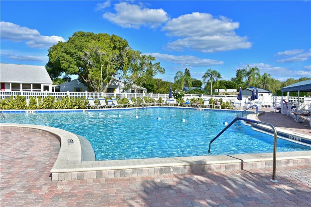 Practice your short game within the Mt Vernon Community .. - Condo for sale at 4706 Independence Dr, Bradenton, FL 34210 - MLS Number is A4443759