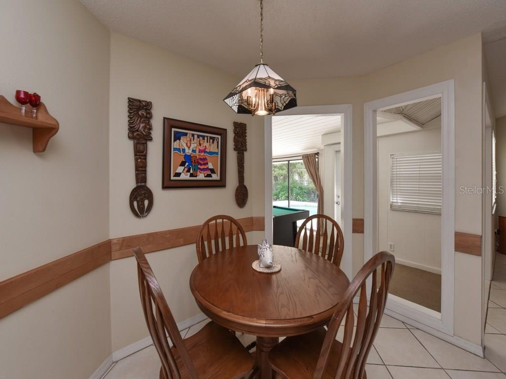 Single Family Home For Sale At 923 Circle Dr Venice FL 34285