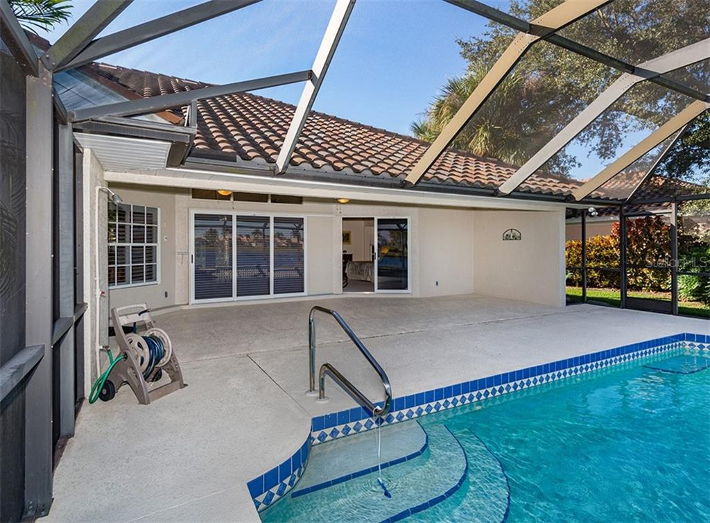 Pool, lanai - Single Family Home for sale at 515 Park Estates Sq, Venice, FL 34293 - MLS Number is N6103193