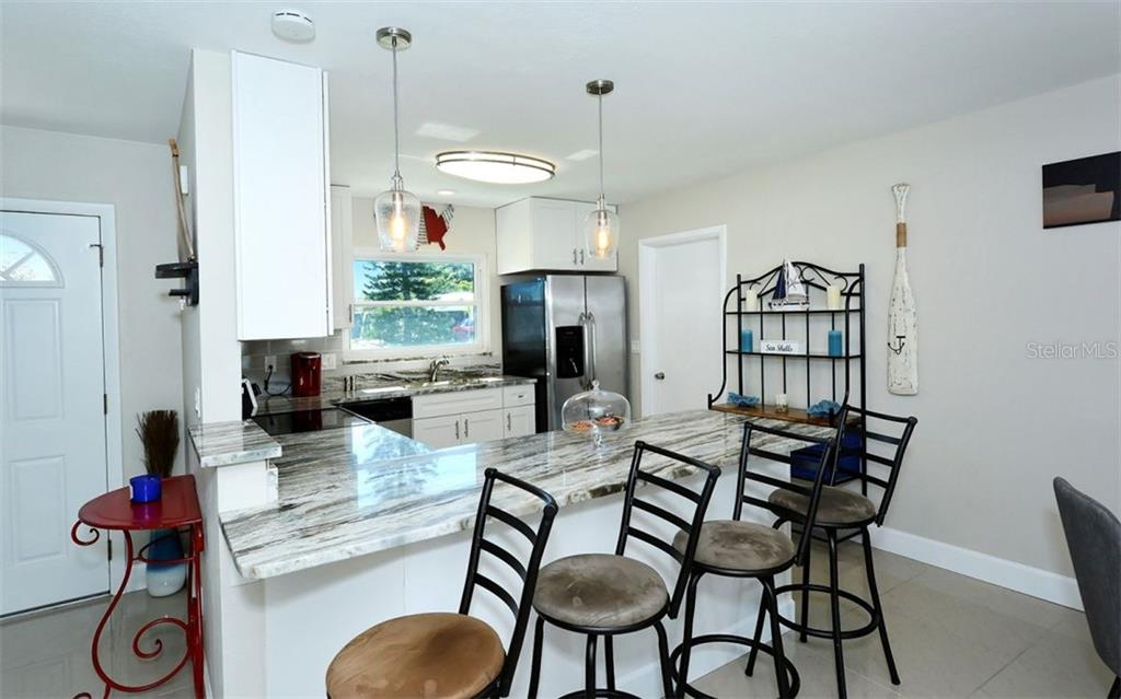 Breakfast bar, kitchen - Single Family Home for sale at 227 Redwood Rd, Venice, FL 34293 - MLS Number is N6103942
